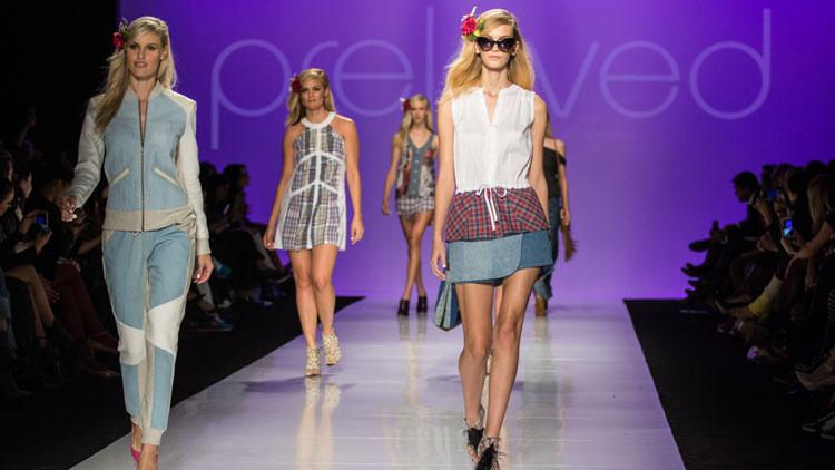 Модели для подиума работа девушка на работе без нижнего белья